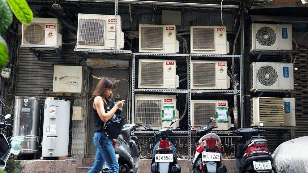 Foto: Una calle de Taipei, Taiwán, repleta de aires acondicionados. (Reuters)
