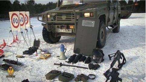 Los carros españoles en la frontera de Letonia con Rusia, en ejercicio de fuego real