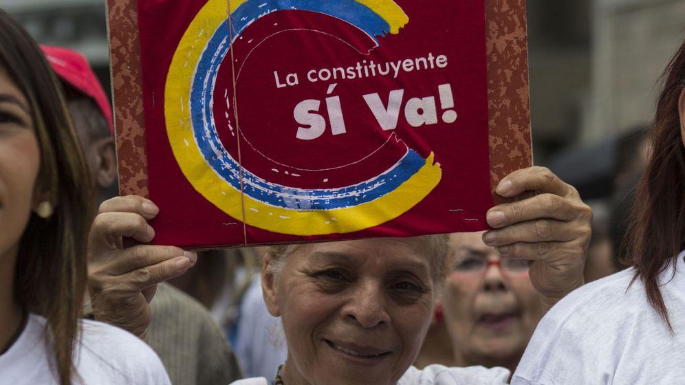 Foto: Simpatizantes del Gobierno participan en una concentración a favor de la Constituyente. (EFE)