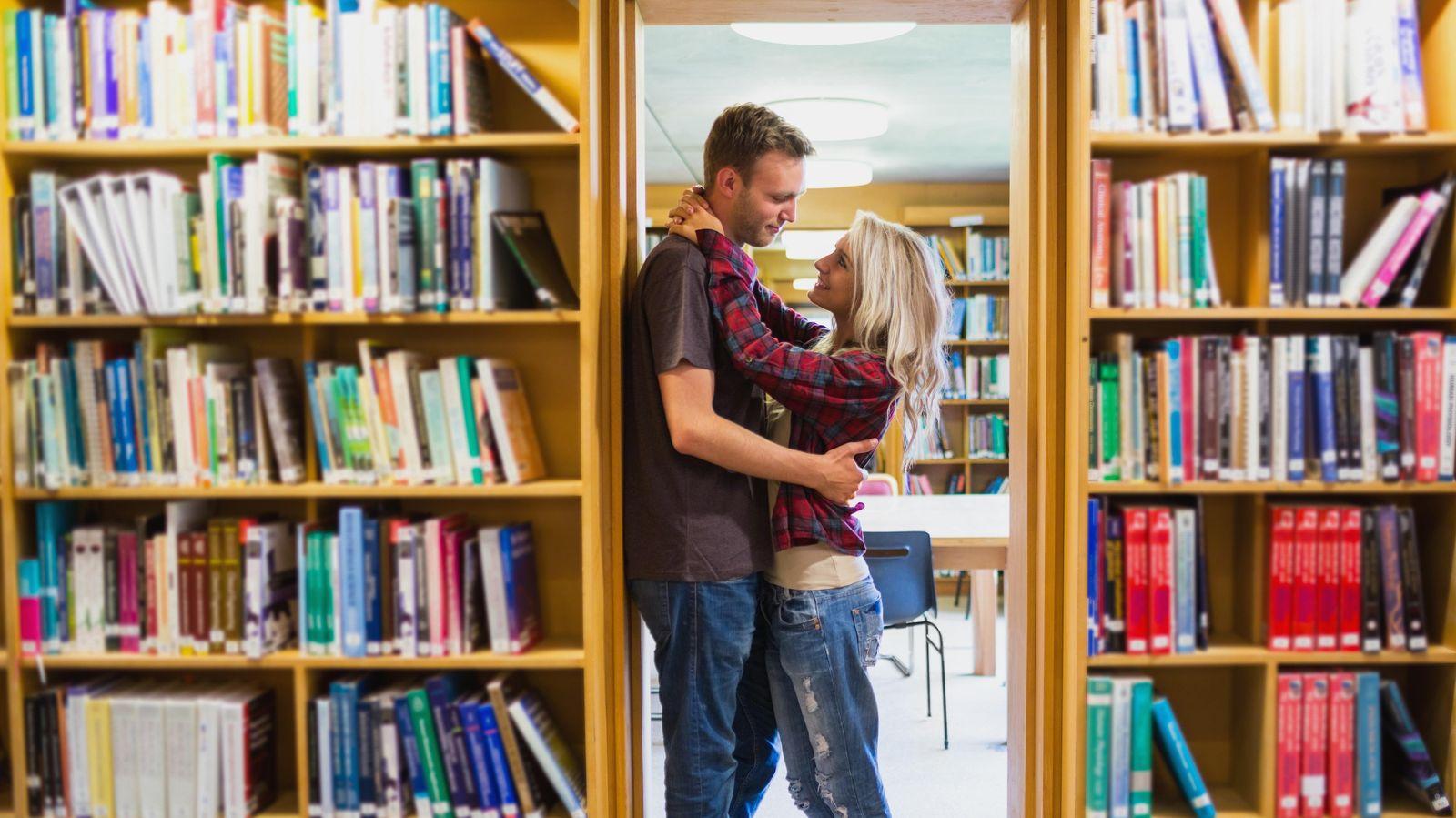 Foto: Las relaciones de pareja son vistas como una competición en algunos centros educativos. (Corbis)