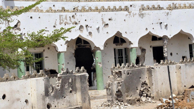 Foto: Destrozos ocasionados por las balas en una mezquita que fue utilizada como base por francotiradores del grupo yihadista Boko Haram. (EFE/Henry Ikechukwu)