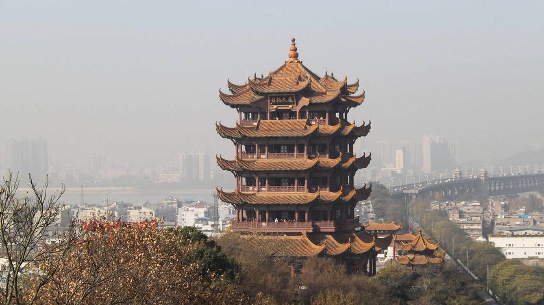 China busca respuestas ante la misteriosa enfermedad que tiene en jaque a Wuhan