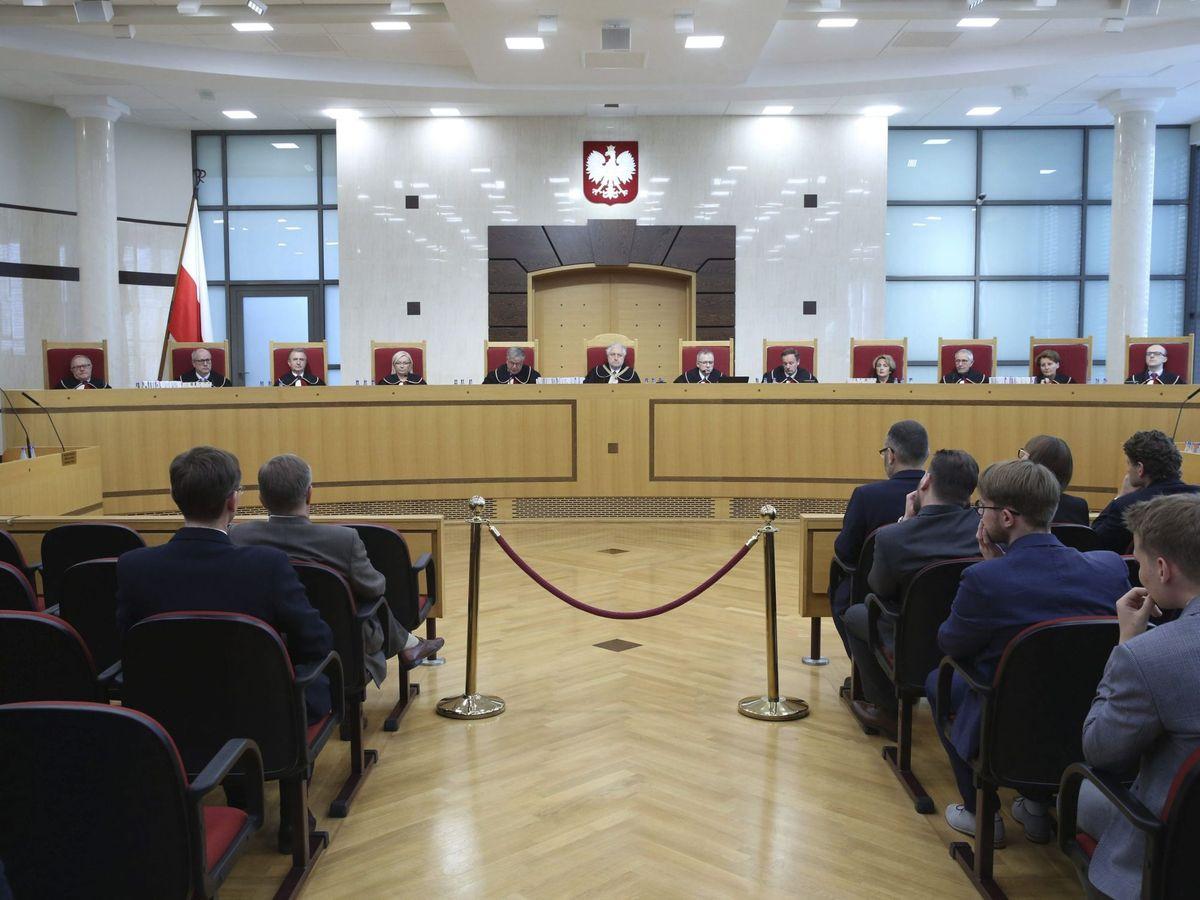 Foto: El Tribunal Constitucional polaco, durante una sesión. (EFE)