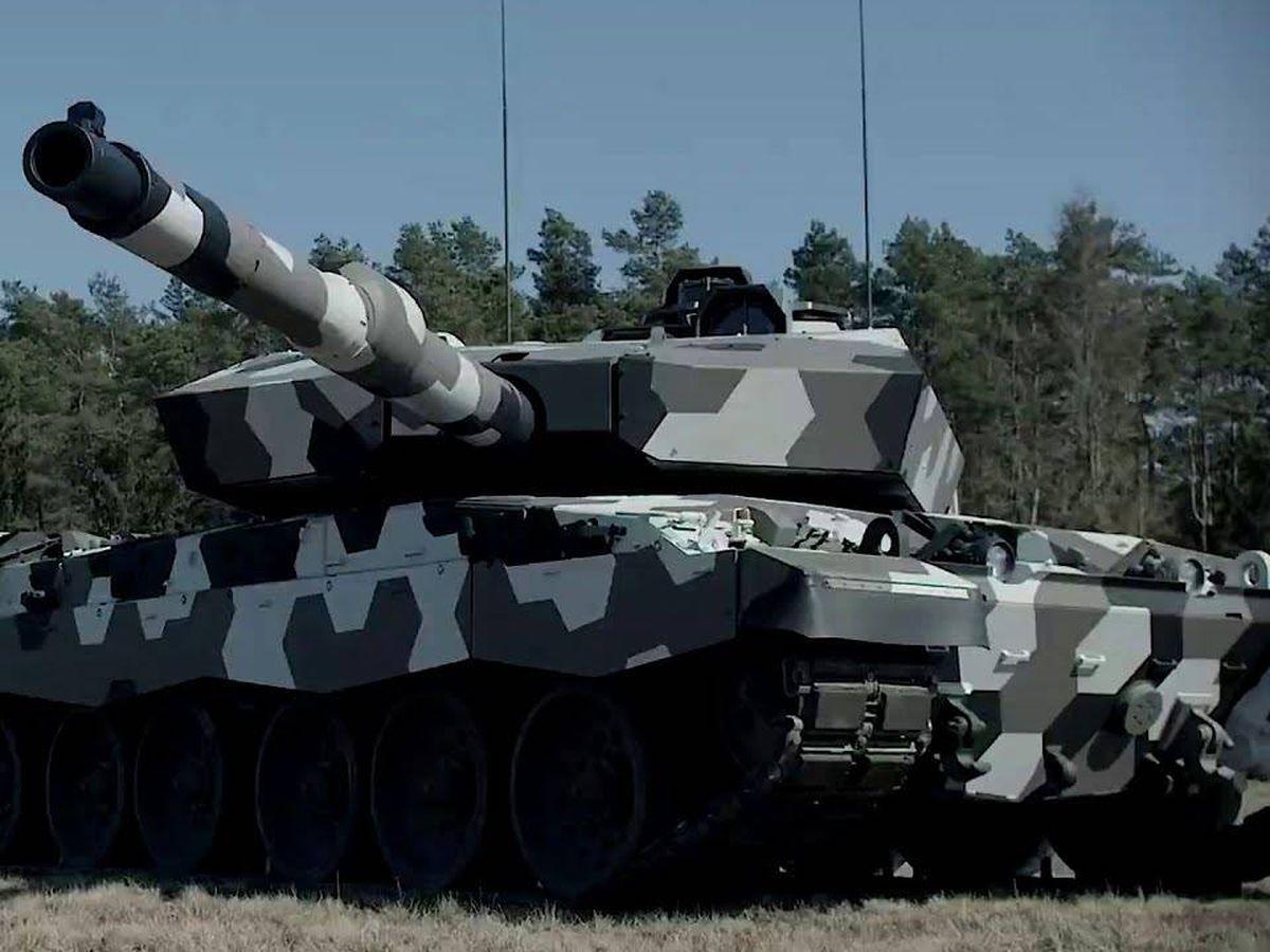 Foto: El cañón alemán de 130 mm en pruebas sobre un carro Challenger II. (Rheinmetall)