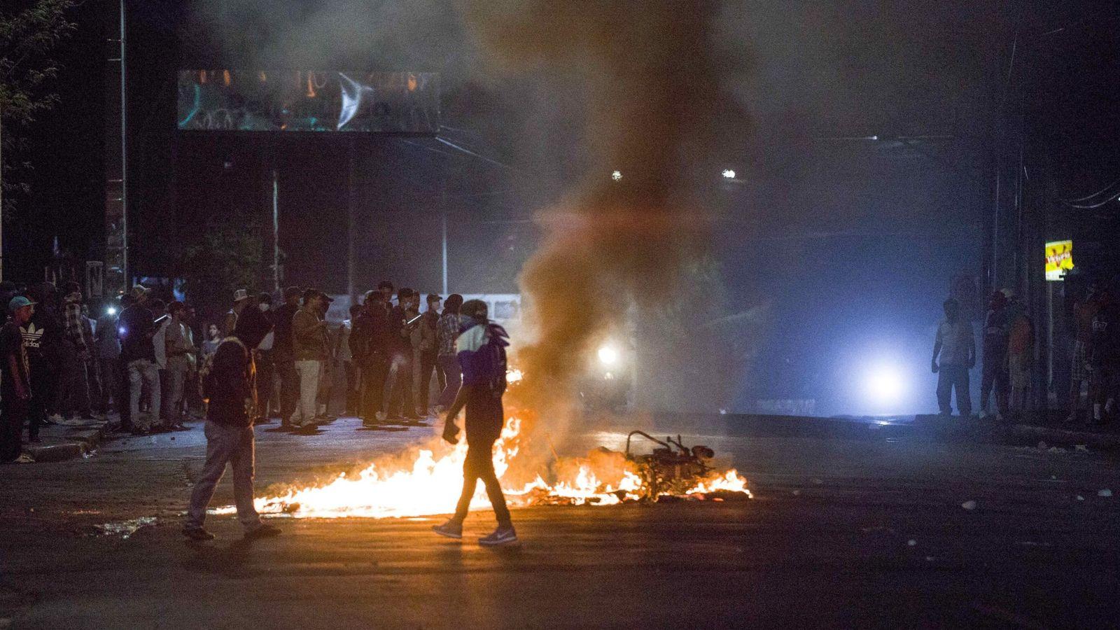 Foto: Nicaragüenses queman neumáticos en protesta por las reformas del seguro social. (EFE)