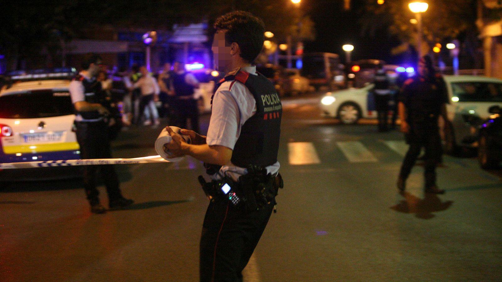 Foto: Los Mossos abatieron a cinco presuntos terroristas que han atentado en Cambrils (EFE)