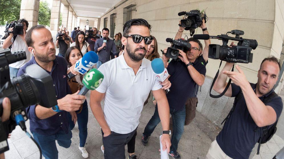 Foto: Antonio Manuel Guerrero, miembro de 'La Manada', ha sido pillado tratando de obtener un pasaporte | EFE