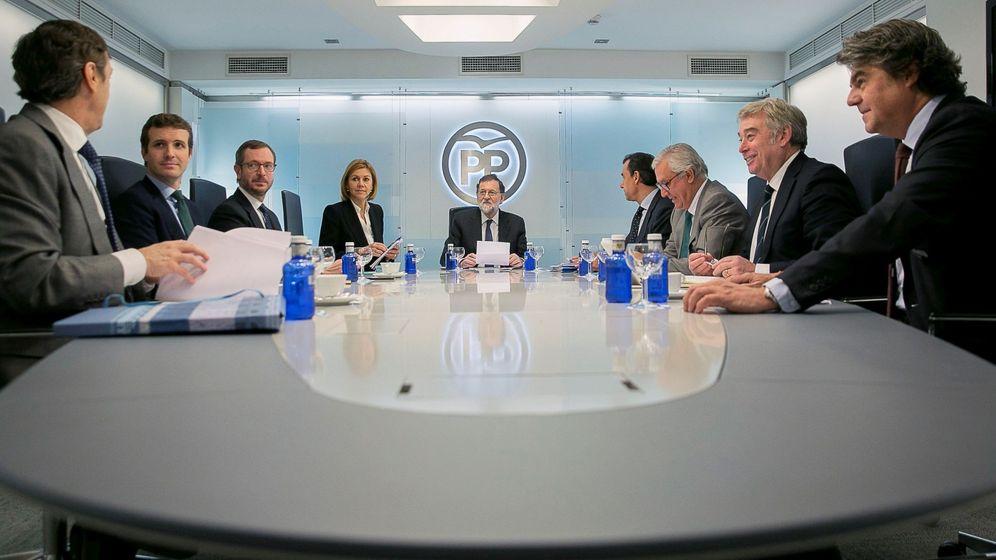 Foto: El presidente del Gobierno y presidente del PP, Mariano Rajoy (c), durante la reunión del Comité de Dirección. (EFE)