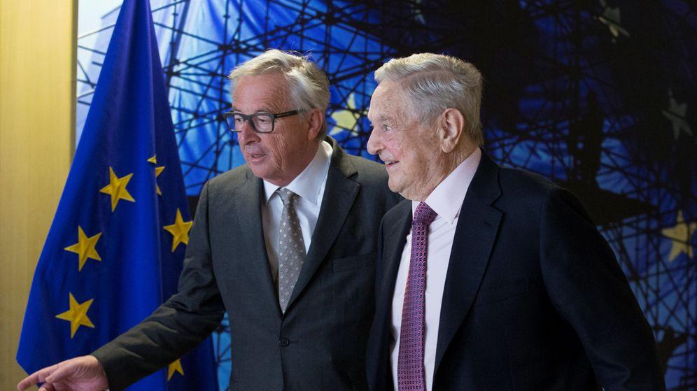 Foto: Jean-Claude Juncker con George Soros. (Reuters)
