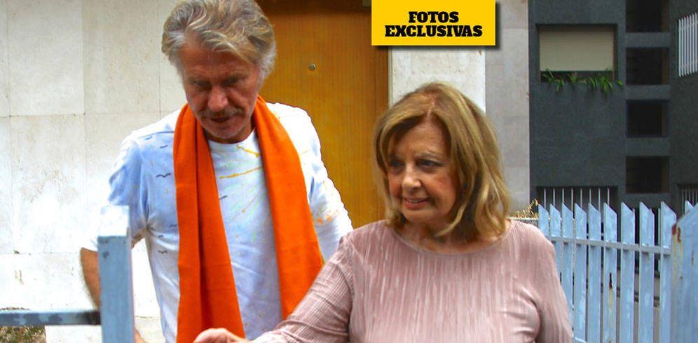 Foto: María Teresa Campos y Edmundo durante la visita al piso de él. (VA)