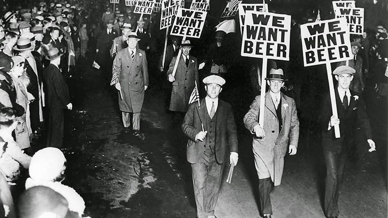 Beber es el demonio: cien años de la Ley Seca