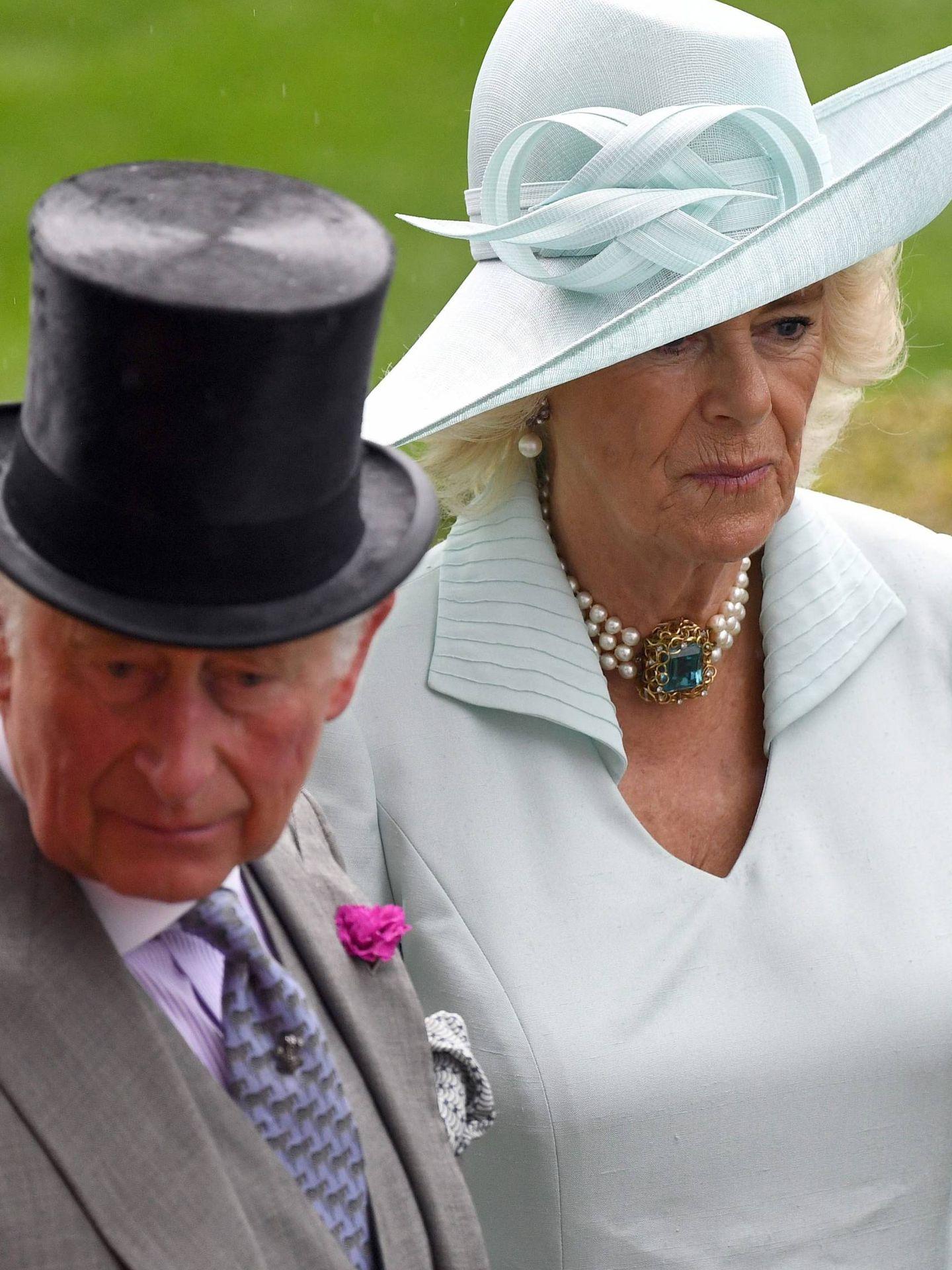 Carlos junto a Camilla en las carreras de Ascot. (Cordon Press)