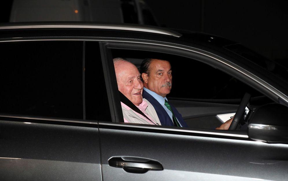 Foto: El rey Juan Carlos a su llegada este viernes a la Clínica Quirón. (EFE)