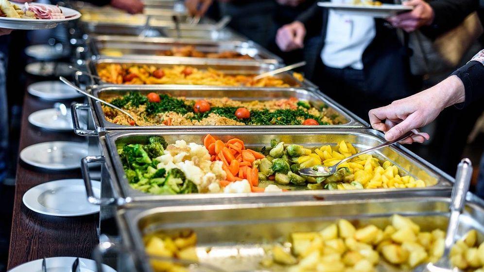 Foto: Vitrinas de un buffet restaurante.