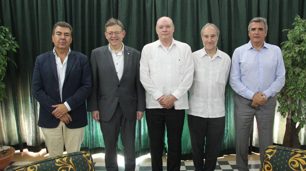 Foto: Bertomeu (Air Nostrum), Puig, Rodrigo Malmierca (ministro de Comercio Exterior), J. F. Montalbán (embajador español) y Adolfo Utor (Balearia).