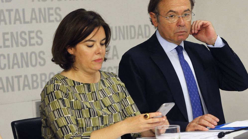 Foto: La vicepresidenta del Gobeirno en funciones, Soraya Sáenz de Santamaría, y el presidente del Senado, Pío García-Escudero. (EFE)