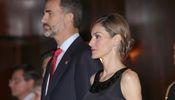 Noticia de Felipe y Letizia reinan en Oviedo cantando el
