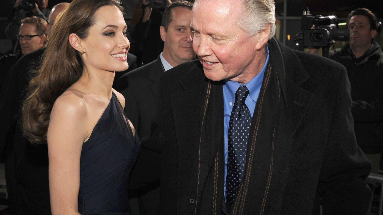 Con su padre, Jon Voight. (Getty)