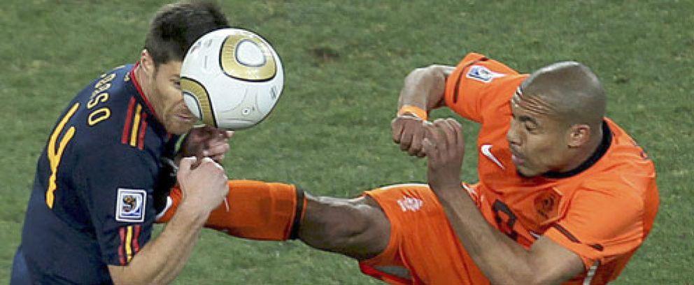 De Jong le parte la pierna a un contrario y Holanda le expulsa de su lista