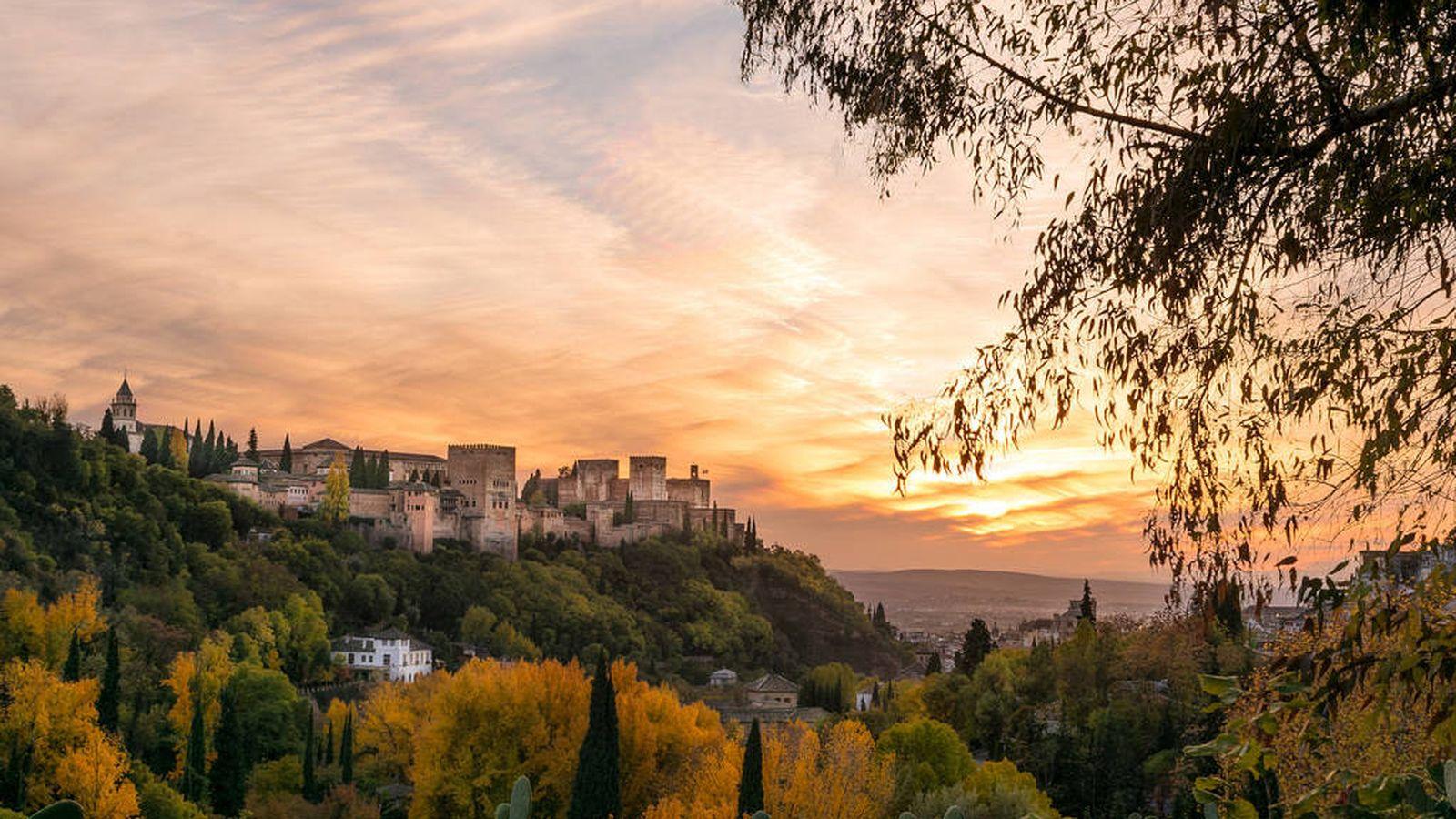 Foto: Vistas de un atardecer sobre Granada.