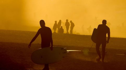 Surfistas en la playa de la Zurriola (San Sebastián)