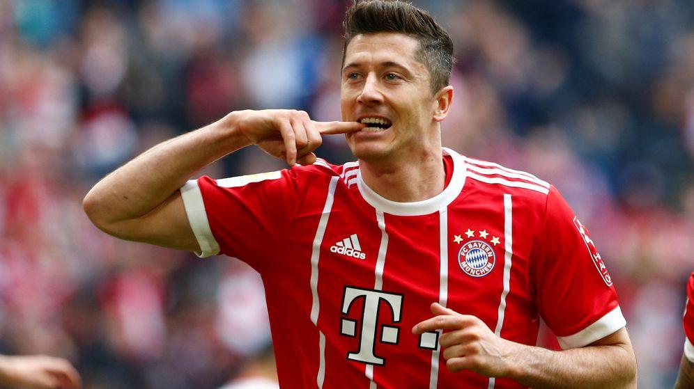 Foto: Robert Lewandowski marcó tres goles en la victoria del Bayern por 6-0 ante el Hmaburgo este sábado. (Reuters)