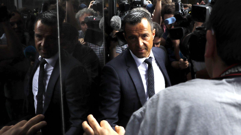 El agente de futbolistas Jorge Mendes a su llegada al Juzgado de Instrucción número 1 de Pozuelo de Alarcón. (EFE)