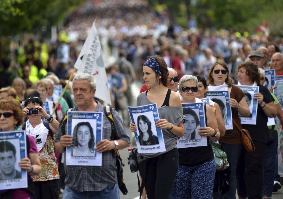 Foto: Miles de personas participan en una marcha a favor de los presos de ETA en la localidad vascofrancesa de Bayona, el pasado junio (Efe).