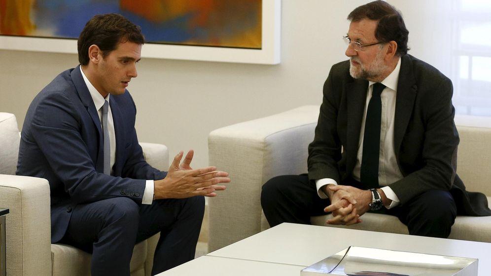 Foto: El líder de Ciudadanos, Albert Rivera, junto al presidente del Gobierno, Mariano Rajoy, durante una reunión en La Moncloa. (Reuters)
