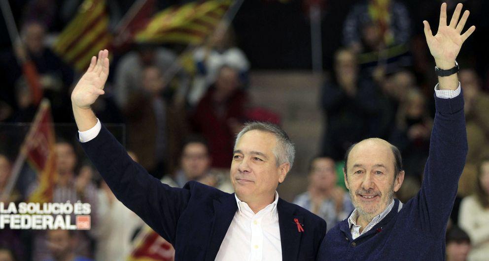 Rubalcaba y Navarro, el pasado mes de diciembre en Barcelona. (Efe)