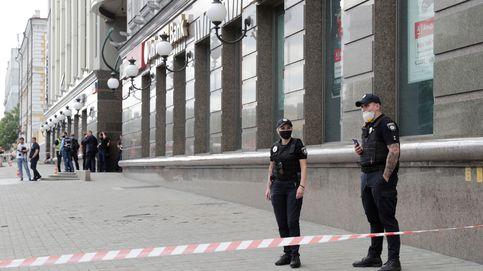 Un hombre se atrinchera en un banco de Kiev (Ucrania) afirmando tener una bomba