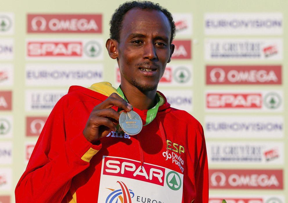 Foto: Bezabeh, con la medalla en el Europeo de Cross (Efe).