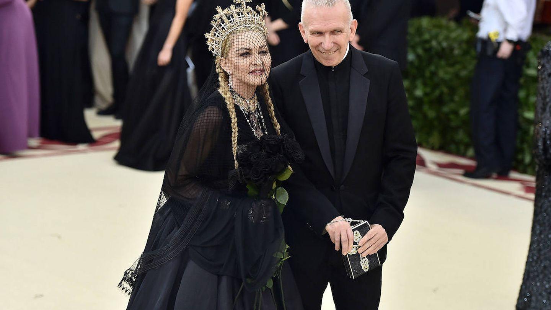 Jean Paul Gaultier con Madonna, una de sus grandes musas. (Getty)