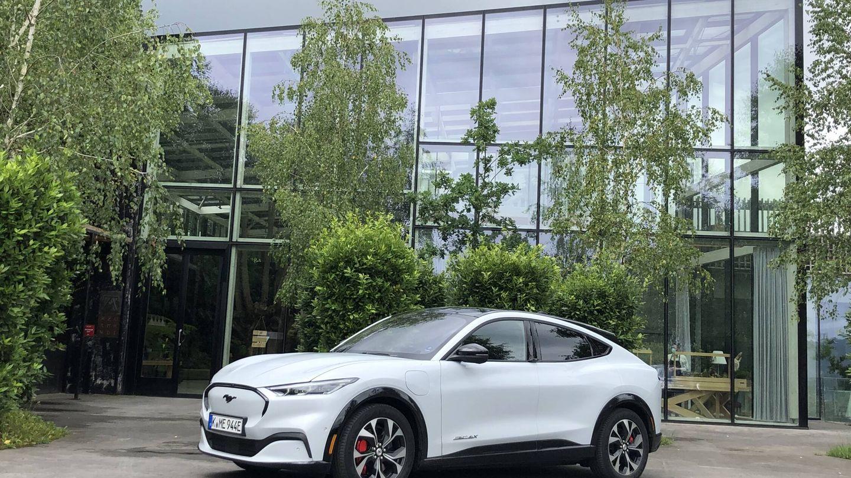 Azurmendi, un tres estrellas Michelin reconocido como el restaurante más sostenible del mundo, cuenta con cargadores gratuitos para coches eléctricos en su aparcamiento.