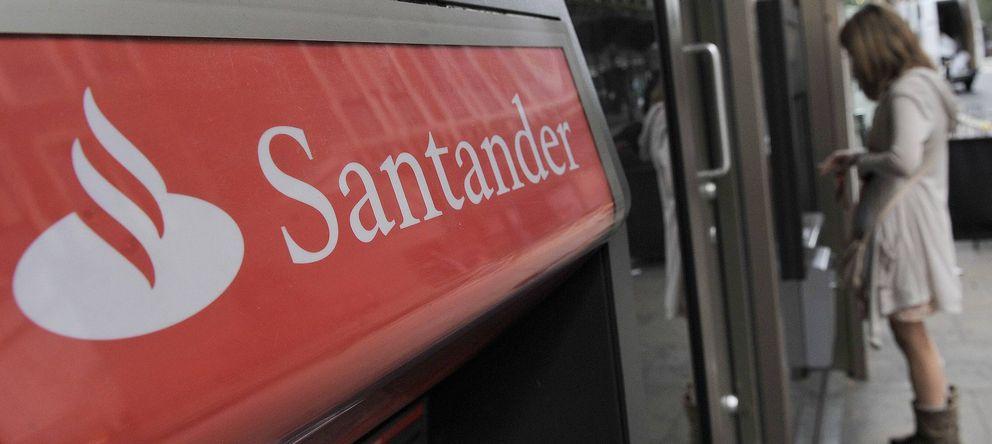 Foto: Imagen del cajero automático de una sucursal del Banco Santander (EFE)