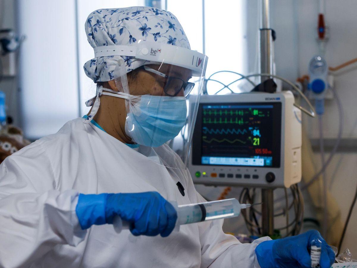 Foto: Personal sanitario del Hospital Parc Taulí de Sabadell. (EFE)