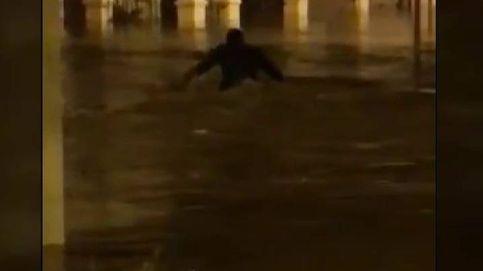La rotura de una tubería inunda la pedanía de Trapiche, en Málaga