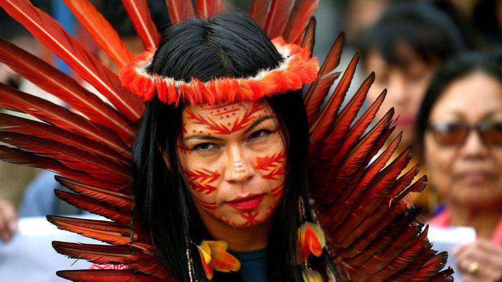 Foto: Una indígena participa en la manifestación organizada por Extinction Rebellion. (EFE)