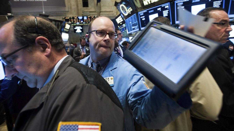Wall Street cierra a la baja después del empacho de datos económicos