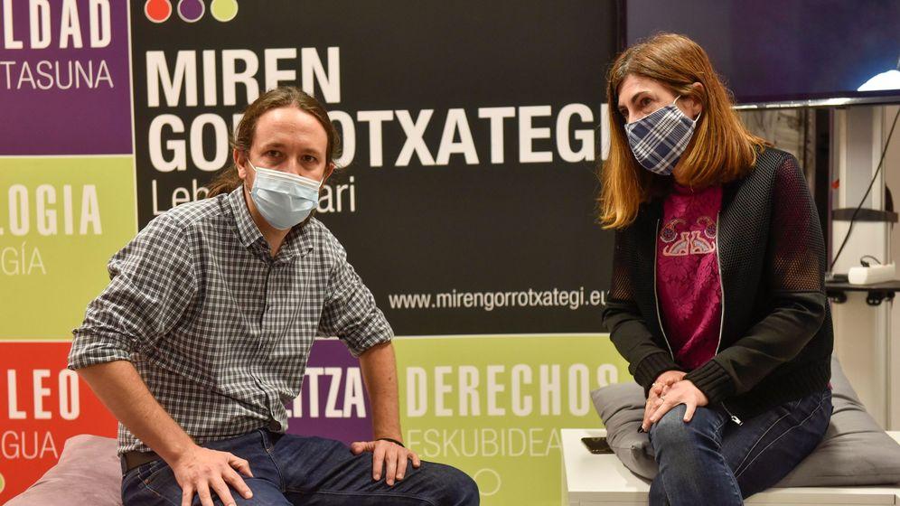 Foto: El secretario general de Podemos y vicepresidente segundo del Gobierno, Pablo Iglesias, con la candidata a lendakari de Elkarrekin Podemos-IU, Miren Gorrotxategi. (EFE)