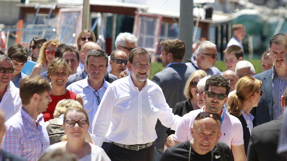 Foto: Mariano Rajoy junto a la candidata al Congreso por Baleares, Teresa Palmer. (EFE)