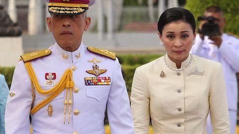 Los reyes de Tailandia y el príncipe heredero: su incómoda imagen en medio de la rebelión