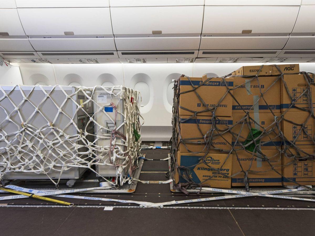 Foto: Palés de carga en un avión de pasajeros reconfigurado. (Airbus)