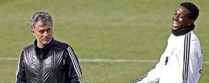 Foto: Para esto quería Mourinho a Adebayor: la plaga de lesiones de la delantera le da la razón