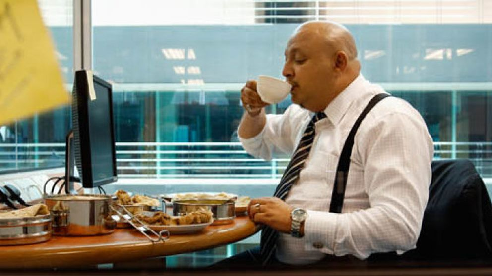 Comer en el trabajo está dañando seriamente tu bolsillo (y tu salud)