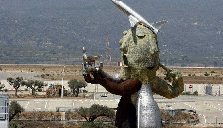 Foto: Estatua en el Aeropuerto de Castellón
