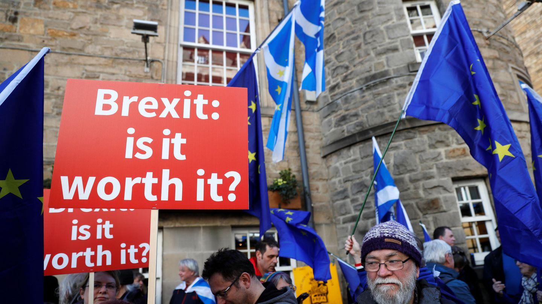 Manifestación pro-UE para pedir que los ciudadanos voten el acuerdo final del Brexit, en Edimburgo. (Reuters)