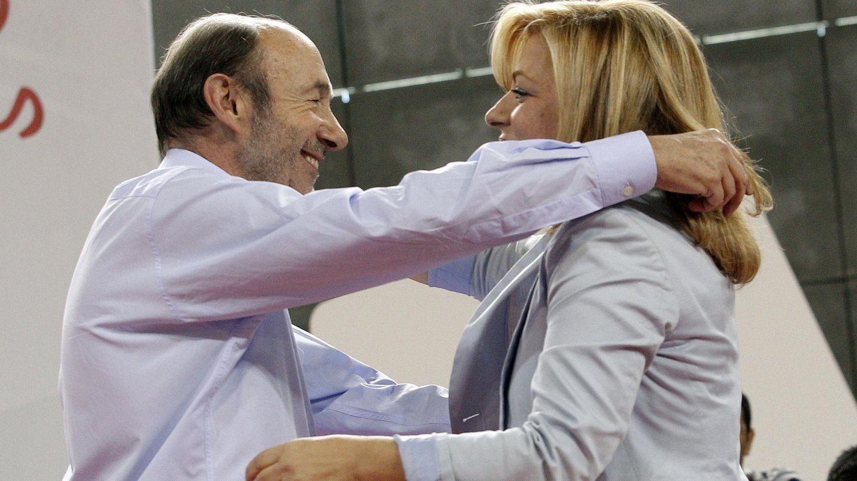 Alfredo Pérez Rubalcaba y Elena Valenciano, en 2014. (EFE)