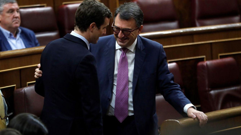 Casado recupera la vía del acuerdo con el PNV tras la moción de censura a Rajoy