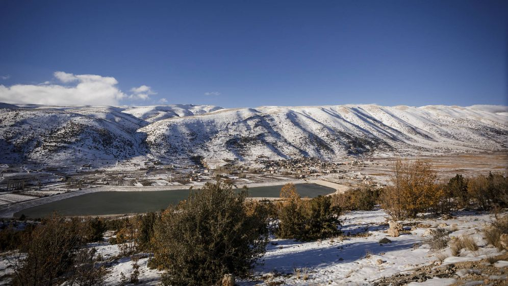 Foto: Vista de Yammoune entre las montañas nevadas. (Foto: Valentina Ángela)